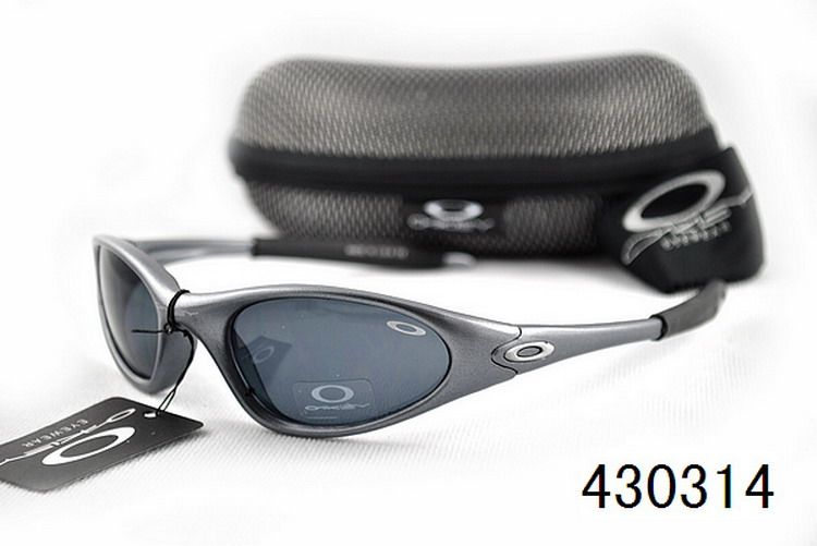 90s Grunge inspired Oakley sunglasses for you. Welcome! #Oakley #sunglasses #inspired