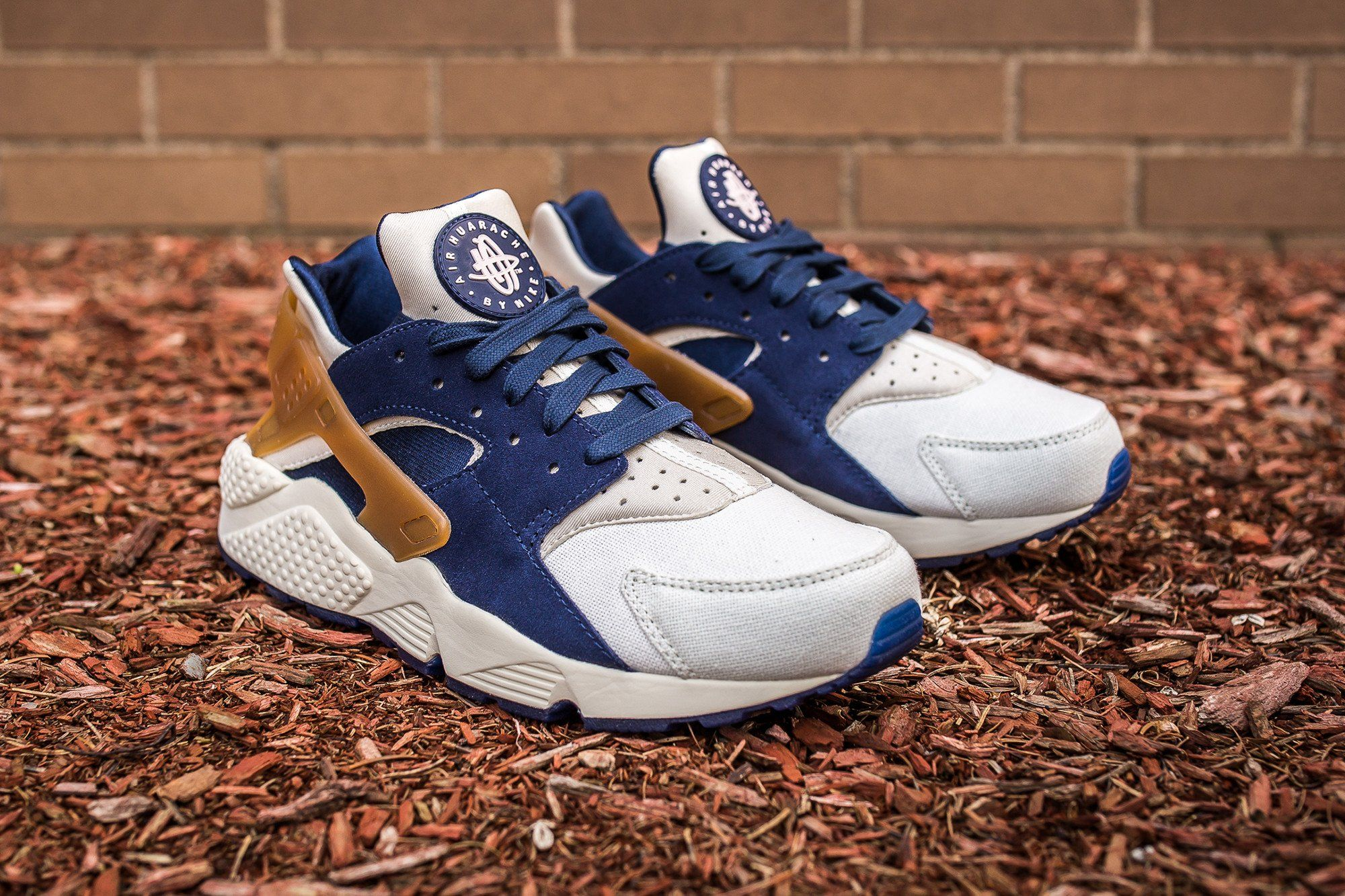 e4afb316e635ef Best Gym Shoes · Air Maxes · Nike Shoe · Beer · NIKE AIR HUARACHE-MIDNIGHT  NAVY-ALE BROWN-SAIL-1