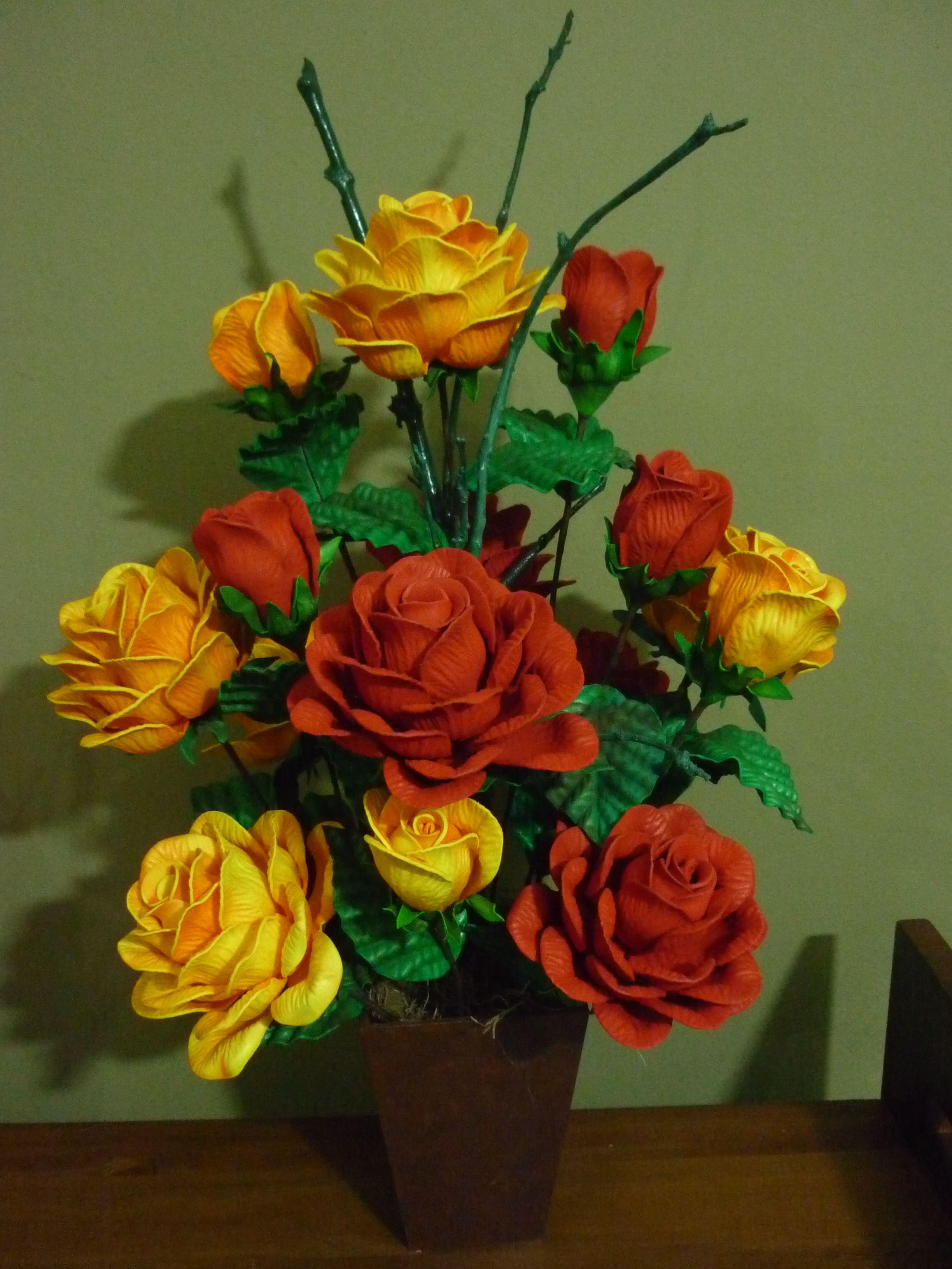 Rosa Vermelhas E Amarelas Em Eva Com Imagens Arranjos De