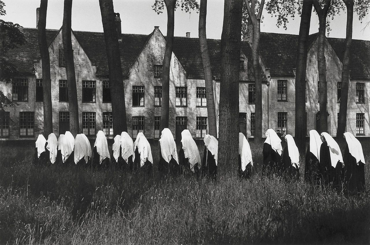 Le Béguinage de Bruge, Belgique photo by Edouard Boubat, 1954 (i went there once!)