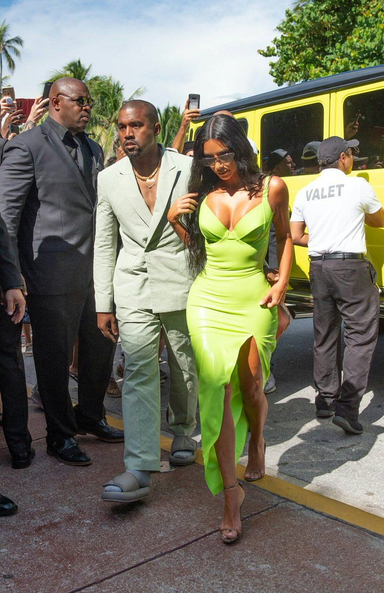 c01ef7c231e24 Kanye West attends 2 Chainz wedding wearing slippers too small for his feet