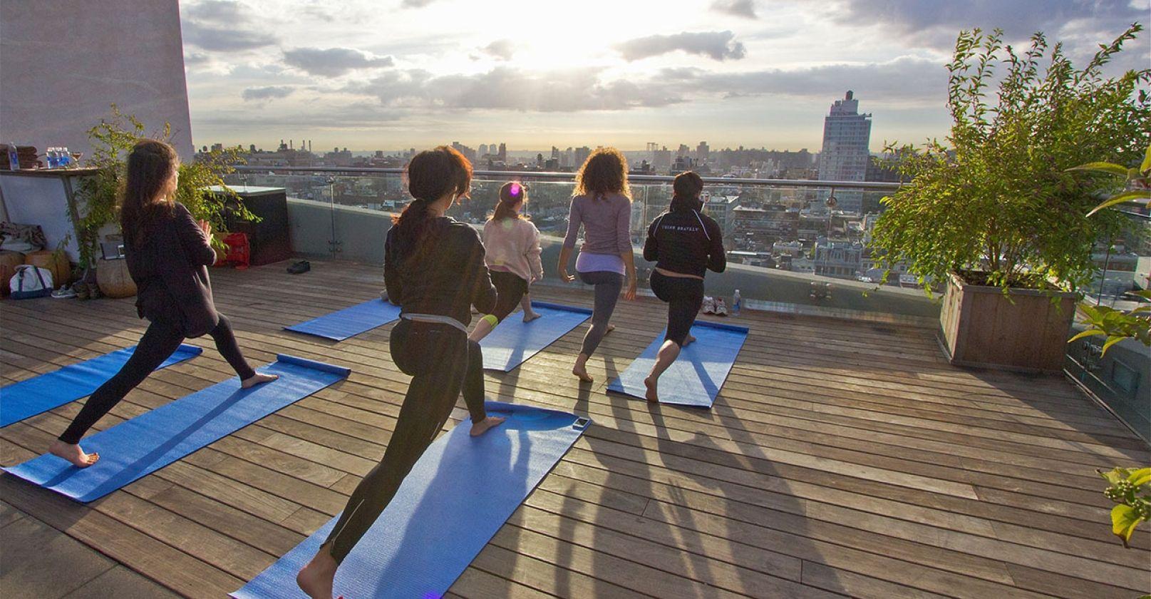 Rooftop Yoga In Nyc New York Soho Rooftop Rooftop Garden