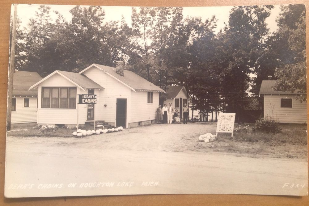 Real Photo Postcard    Dearu0027s Cabins   Houghton Lake, MI   Unused C1939