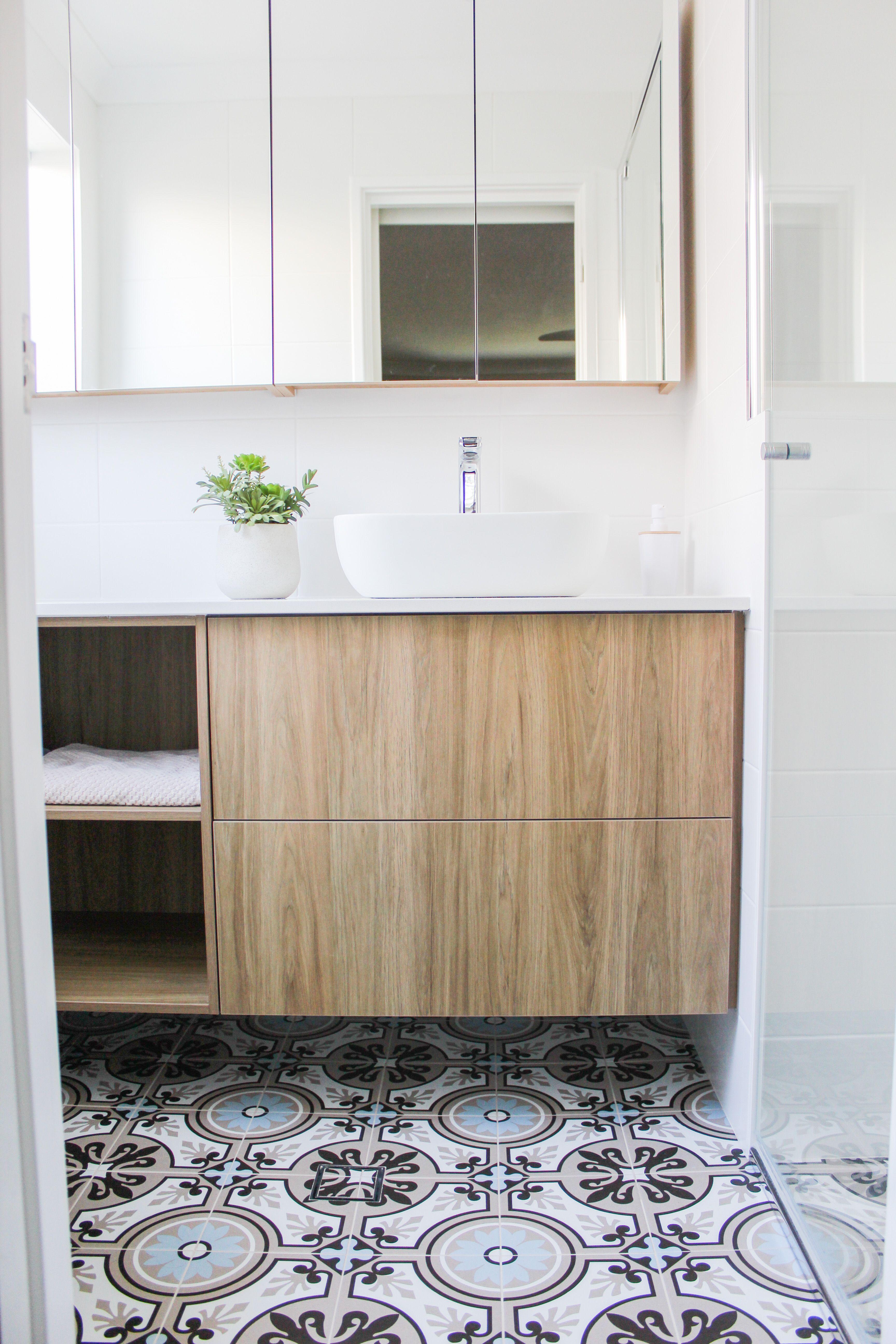 Dark Wood Grain Vanity in 2020   Small bathroom ...