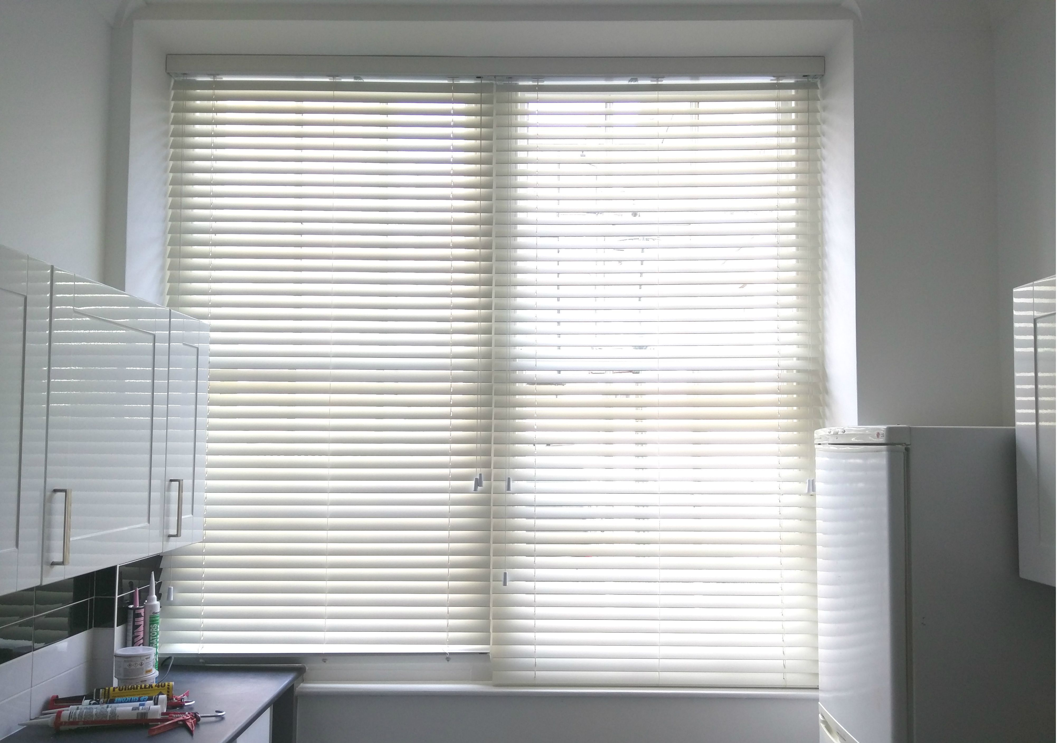 Stupefying Unique Ideas Blinds For Windows Sunroom Dark Blinds White Trim Privacy Blinds Interior Design In 2020 Living Room Blinds Fabric Blinds Curtains With Blinds
