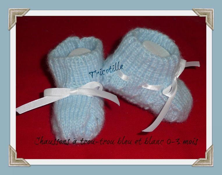 Chaussons bleus à trou-trou de TRICOTILLE sur DaWanda.com