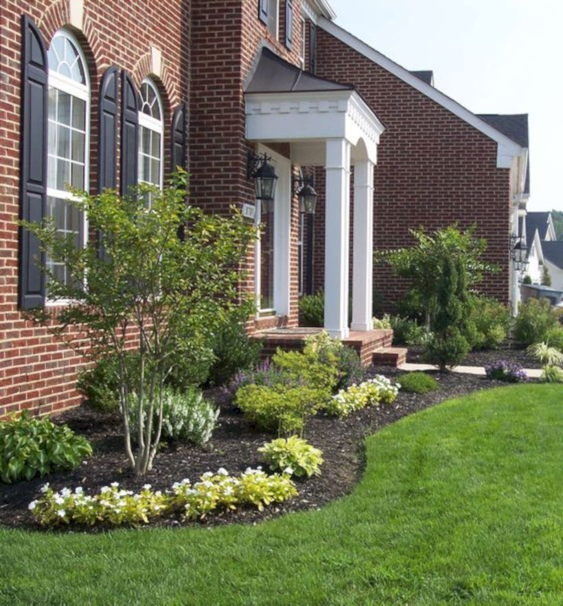 31 Easy And Cheap Landscaping Ideas For Your Home Homiku Com Front Yard Landscaping Design Front Door Landscaping Front Yard Landscaping