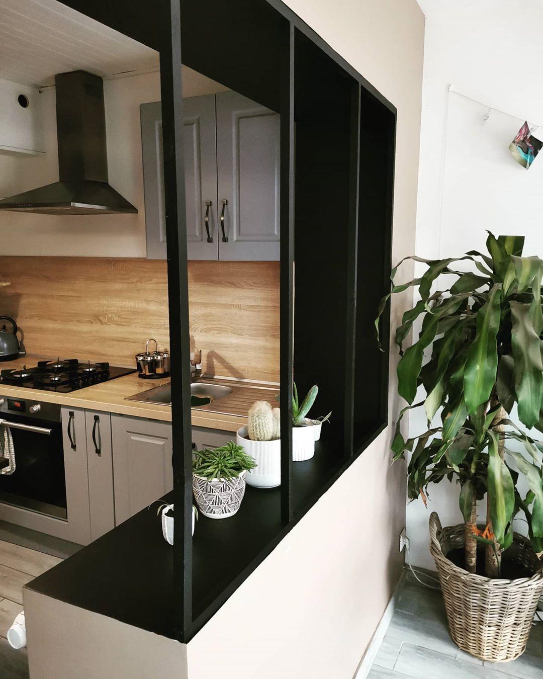 """☘️🌿 Justine 🌿☘️ on Instagram: """". . Un peu de changement par ici... 🌵🌱🌿 . . .  #deco #decoration #passiondeco #cuisine #verriere #faitmaison #house #plante #plantes…"""""""