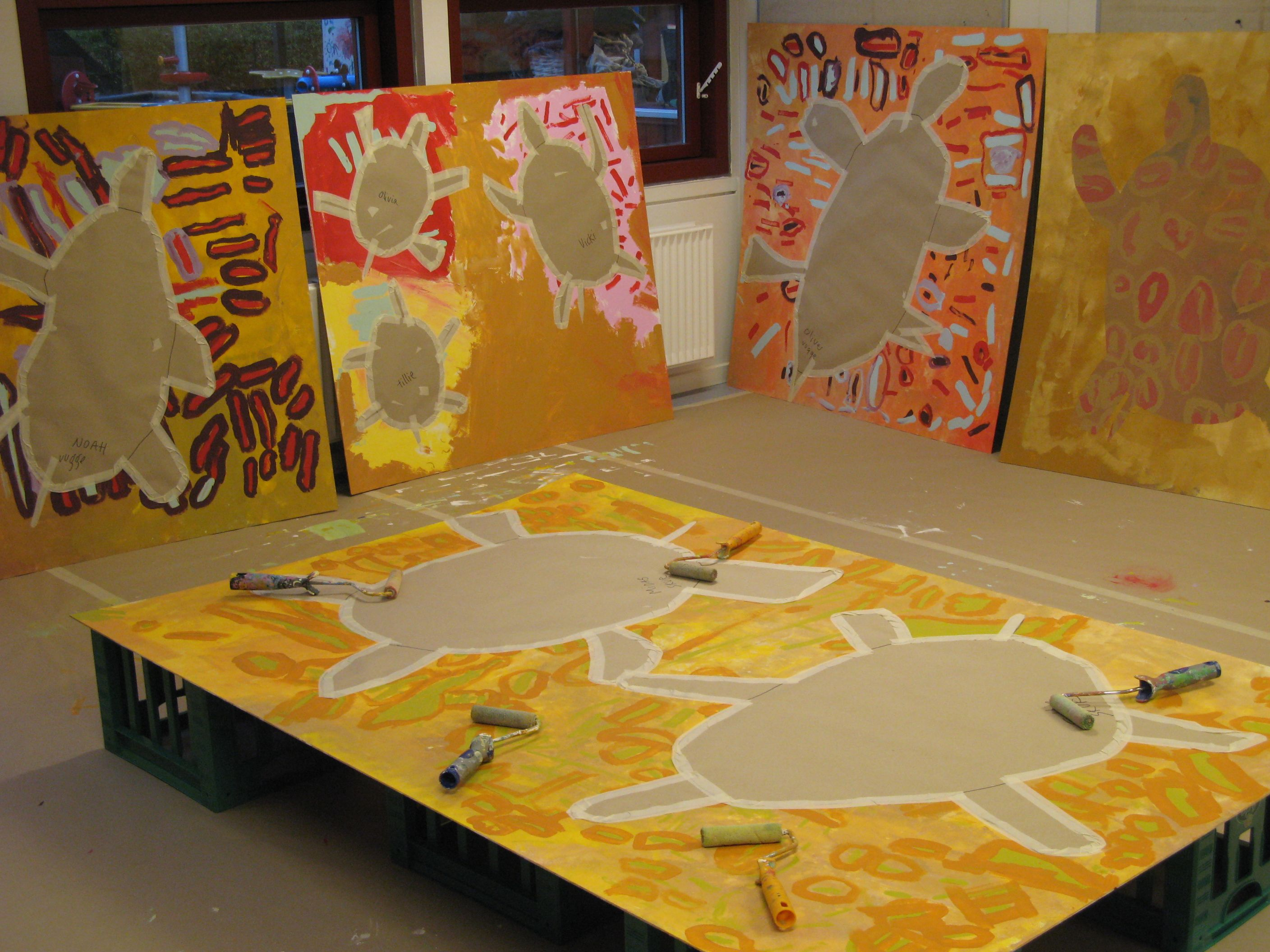 Outdoor paintings with Kindergardenchildren. Wall paint. With Britta Holse Johanson.