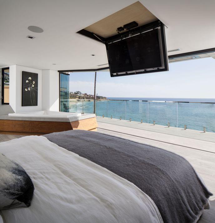 Transparent Three Level Laguna Beach House With Modern Interiors Modern Interiors