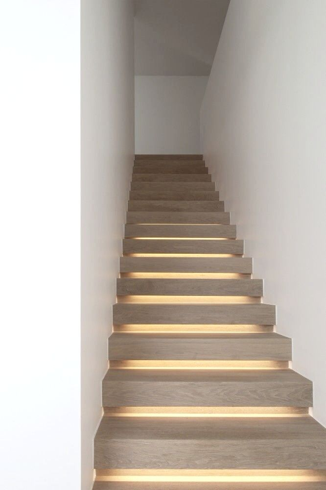 Cubyc Architects Indirect Lighting Under Stairs Escaliers Modernes Deco Escalier Eclairage Cache