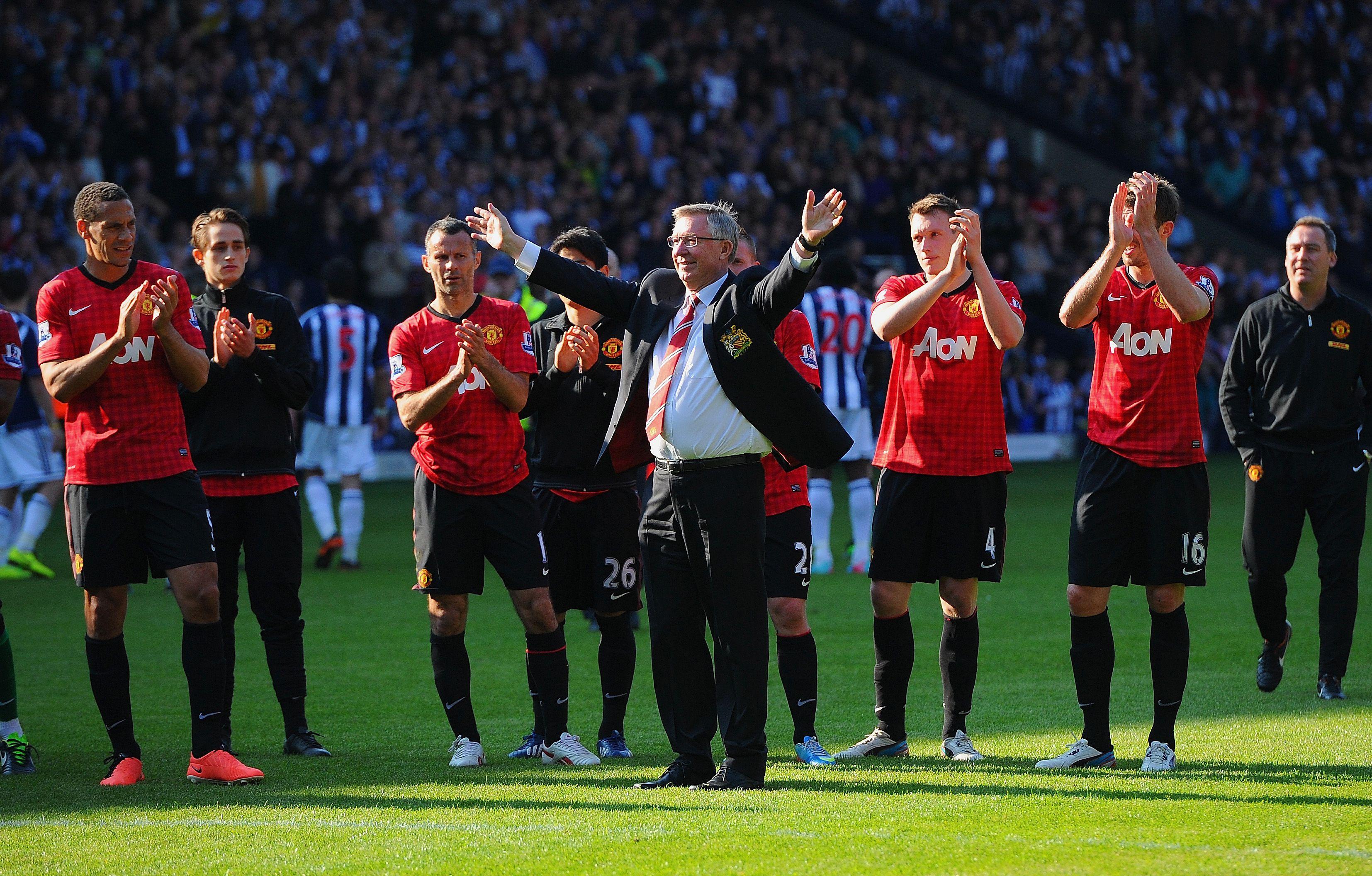 Sir Alex Ferguson Bids A Fond Farewell To The Manutd Fans Following His Final Gam Manchester United Manchester United Football Club Manchester United Football