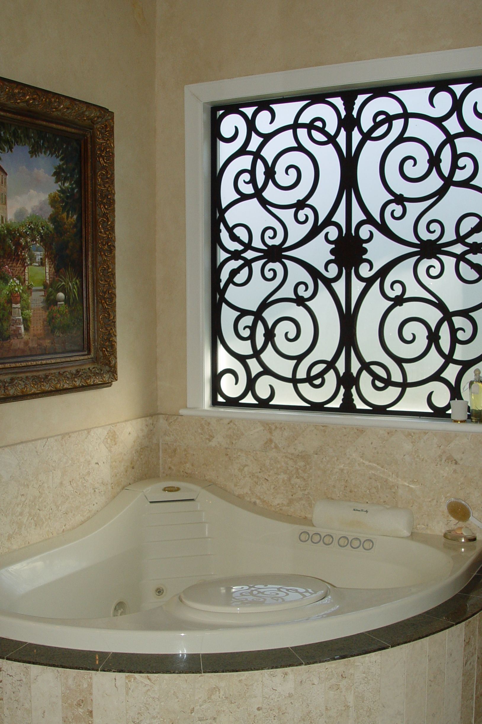 Tableaux On This Frosted Tub Window Made A Huge Difference