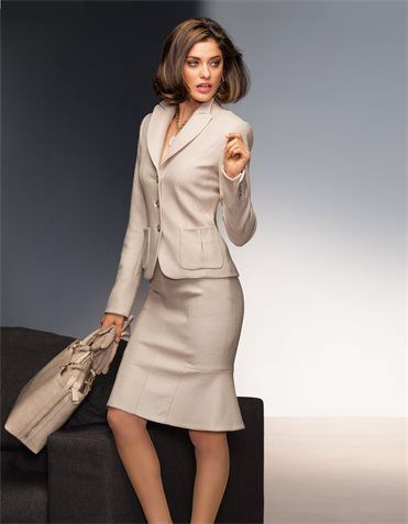 couture verpflichtet ein feminines designer kost m das sowohl im business als auch auf. Black Bedroom Furniture Sets. Home Design Ideas