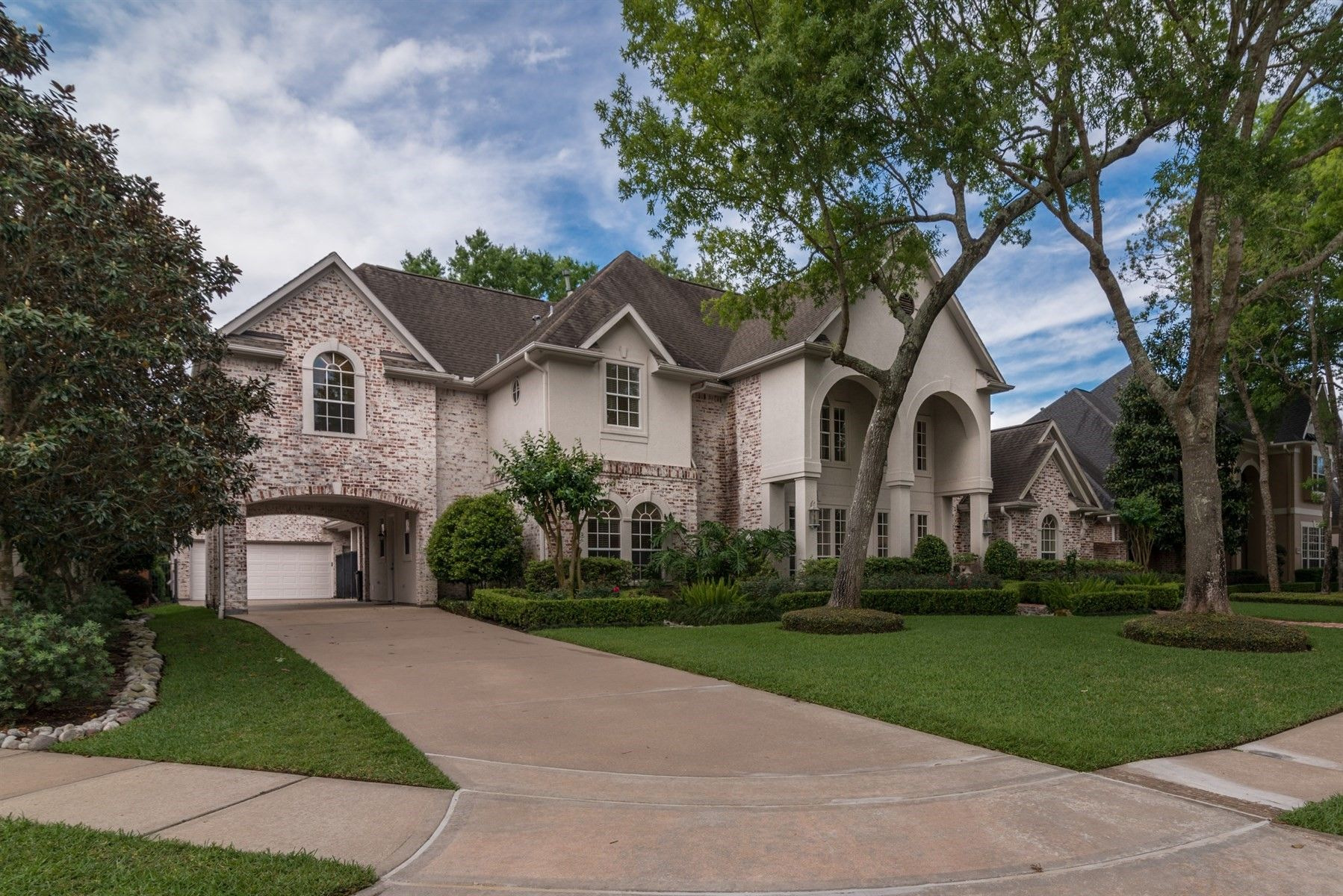 775 000 5 Beds 4 5 Baths 4582 Sq Ft Contact Dan Mccarver Better Homes And Gardens Real