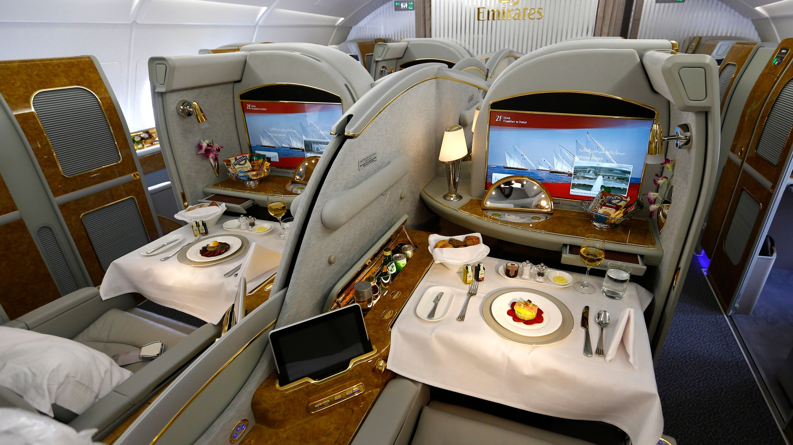 The Complete Guide To Faking Your Own Business Class Upgrade