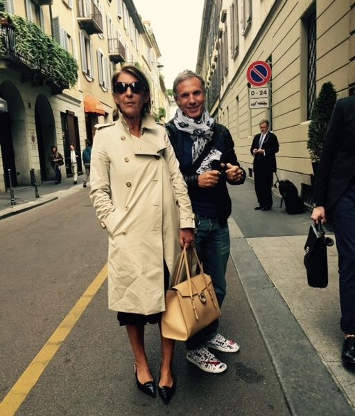 "MAGRÌ About town in Milano on Via Gesù. The fabulous @gallimanu wearing the ""Equestri Satchel"" with @etabetapr Lovely to see you today! Bacione grande!!!! #EquestriSatchel #fourseasonsmilano #viagesu #magri_handbags #magri #CraftedinFlorence #ItalianStyle #TimelessElegance #Sophisticated #MadeInItaly #ItalianCraftmanship #ItalianGlamour #LuxuryHandbags #Handbags #PowerBags #etabetapr"