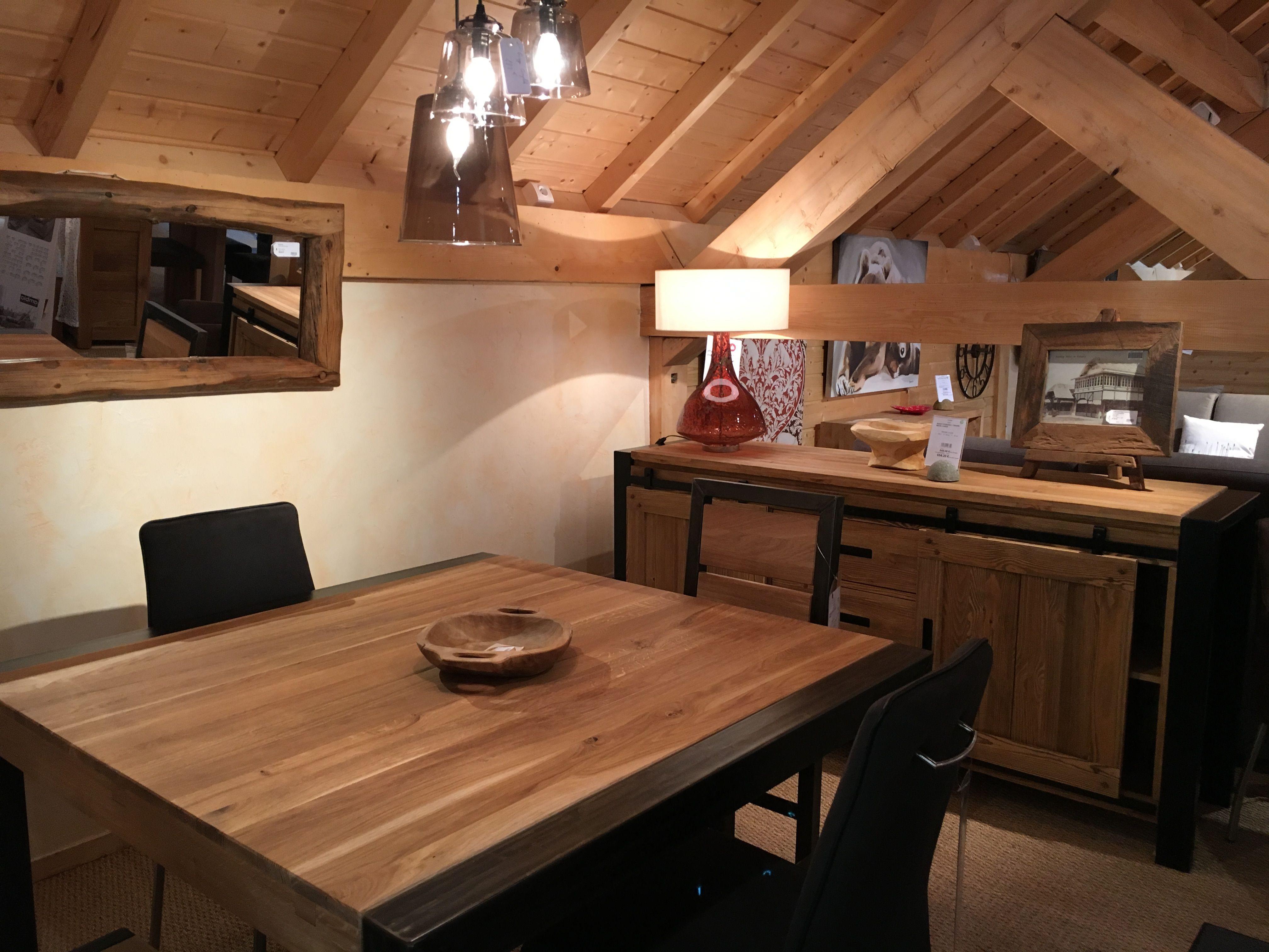 Une Belle Idee Pour Votre Salle A Manger Au Style Chaleureux Et Contemporain Du Chene Huile Ou Du Pin Cire Mel Mobilier De Salon Salle A Manger Deco Montagne