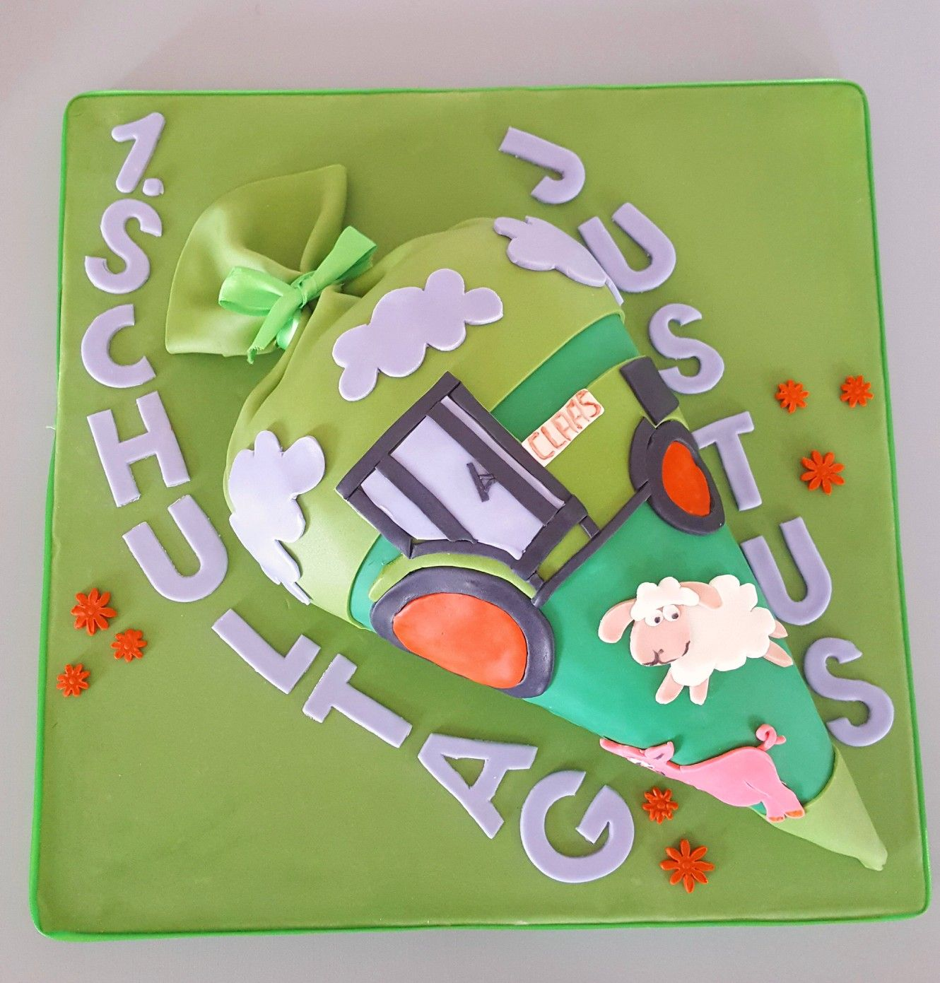 zuckertütentorte  fondant  trecker  grün  torten