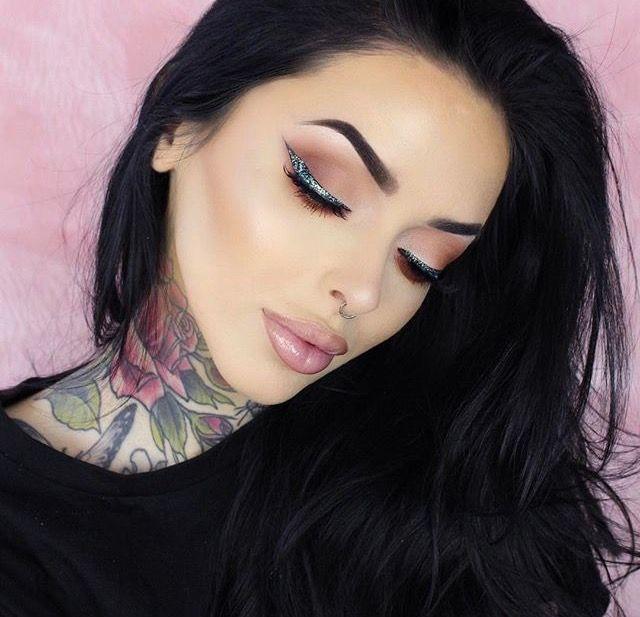 #makeup #bellejorden #tattoos #beautiful #higjlight #red #wingedeye #brows #glitter #smokeyeye