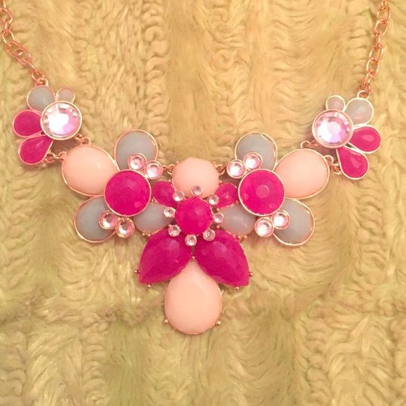 Statement necklace Looks brand new, gold finish. Jewelry Necklaces