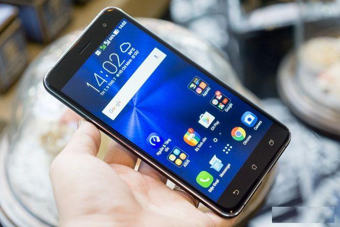 Một tin vui với người dùng Việt Nam đó chính là trong tháng 7 này chúng ta sẽ được sở hữu 1 trong 3 sản phẩm hot nhất của Asus. Đó chính là Zenfone 3 và các phiên bản khác của máy. Và hôm nay hãy cùng chúng tôi đi khui hộp chiếc điện thoại hoàn toàn mới lạ so với các dòng máy trước đây nhé.