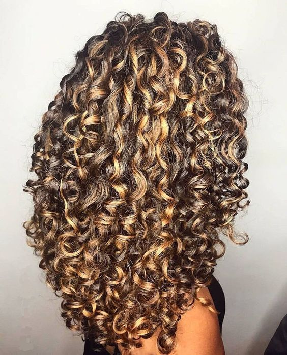 7224 Likes 72 Comments Perfectly Curly Curlyperfectly On Instagram P E R F E C T L Y Cu Pelo Largo Rizado Cabello Rizado Largo Tinte Para Cabello Rizado