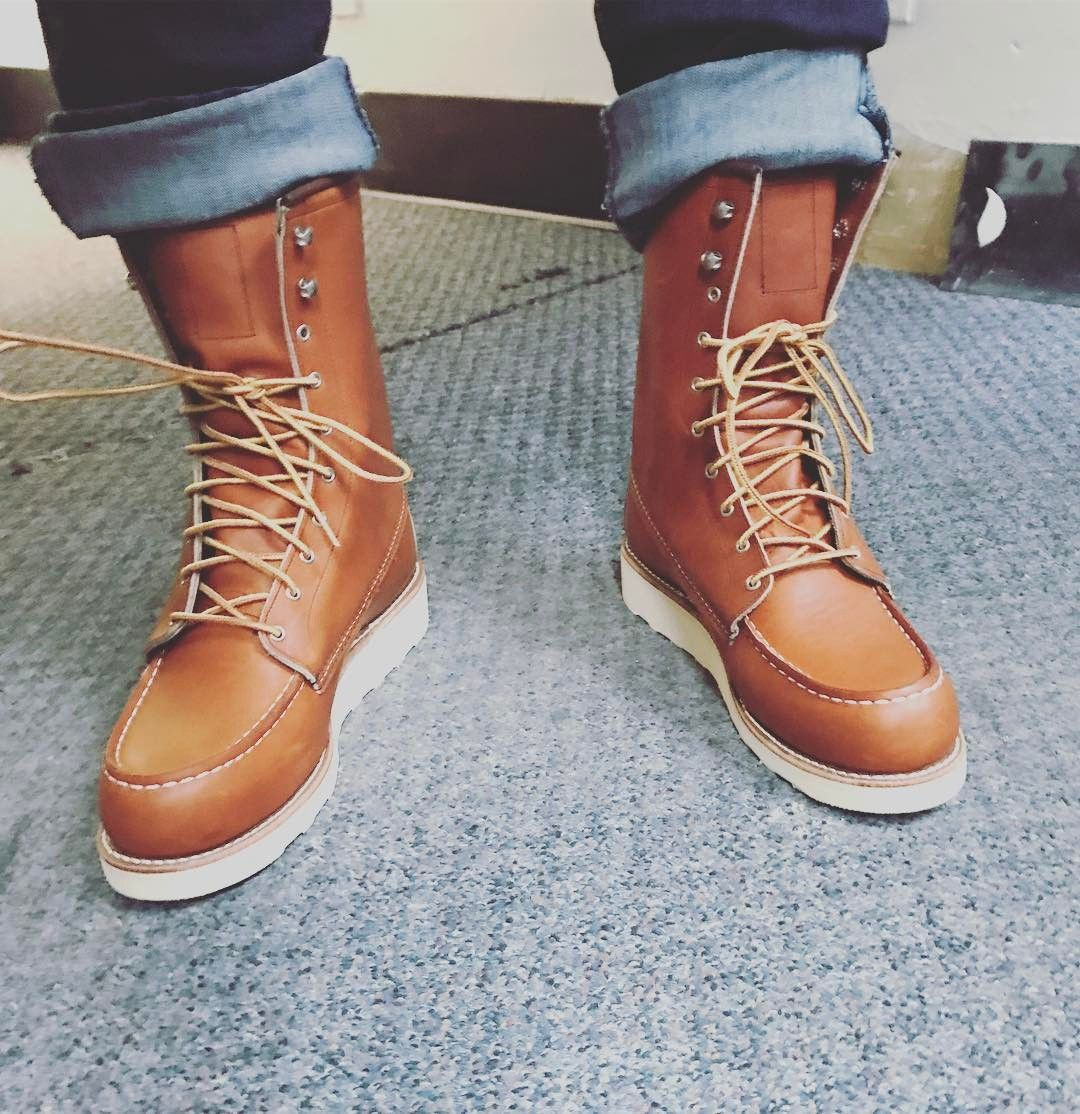 New Wonens 8 Moc Toe Boots Strong Enough For A Man But Made For A
