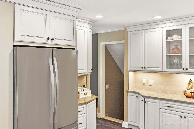 Pin By Consumers Kitchens Baths On Seaford Showcase Kitchen Design Kitchen And Bath Maple Kitchen