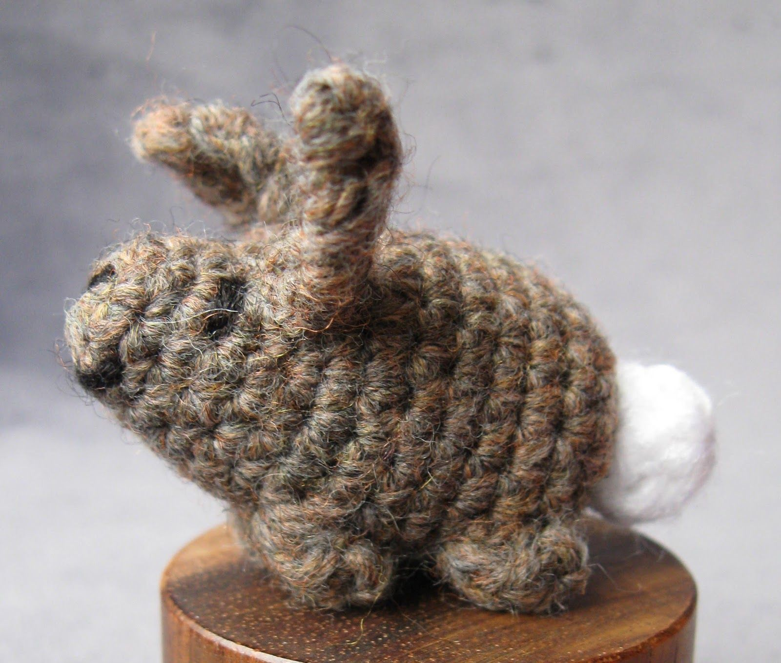 Here\'s a simple little pattern to crochet a tiny rabbit, about 2 ...