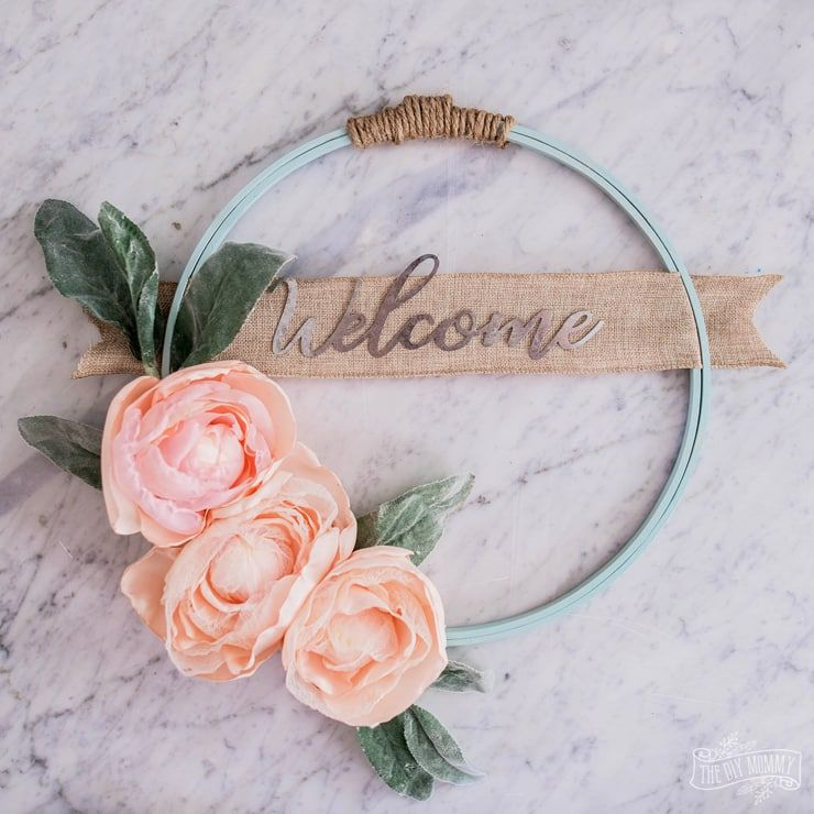 Photo of Hoop Wreath with DIY Fabric Flowers   The DIY Mommy