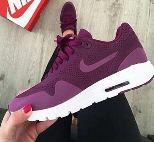 6eb4600cb #nike #running.shoes #air max #irresistivel sapatilhas bordô com idole  casual e tumblr bem acompanhada com calças pretas (principalmente)  #irresistible ...