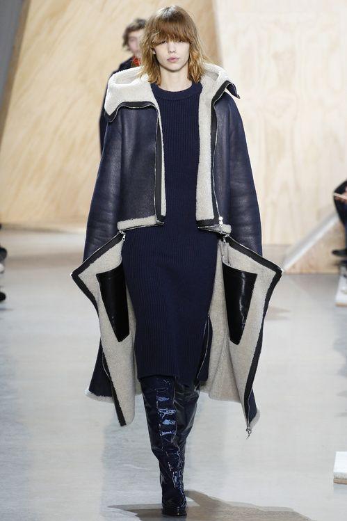 Le manteau en peau lainée du défilé Lacoste automne-hiver 2016-2017