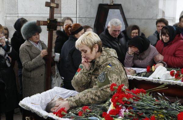 ООН подсчитало количество погибших в ходе конфликта в Донбассе.               За время вооруженного конфликта на востоке Украины погибли около 7000 человек, более 17000 пострад