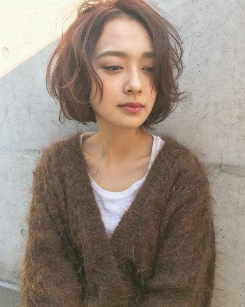 【30代髪型】ショートボブヘアスタイル:パーマ・前髪あり・前髪なし LALA MAGAZINE [ラ