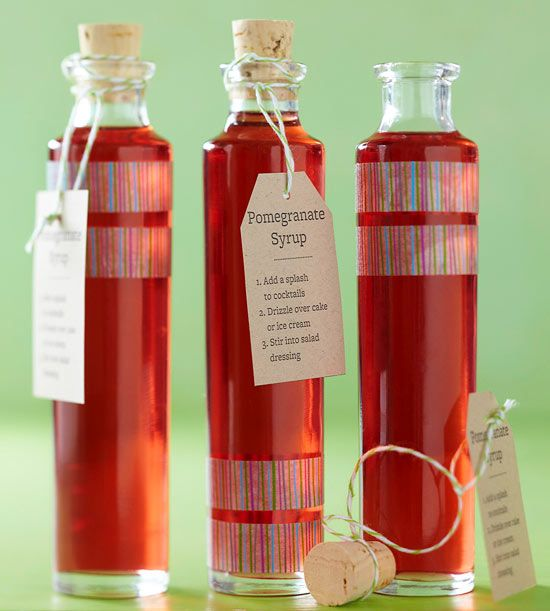 Make your own Simply Sweet Pomegranate Syrup!  Her er også rigtig mange andre små spiselige gaveideer.
