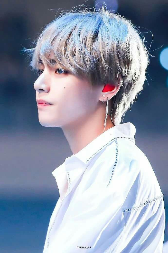 Wtf he's so white | BTS <3 | Bts, Bts taehyung, Taehyung