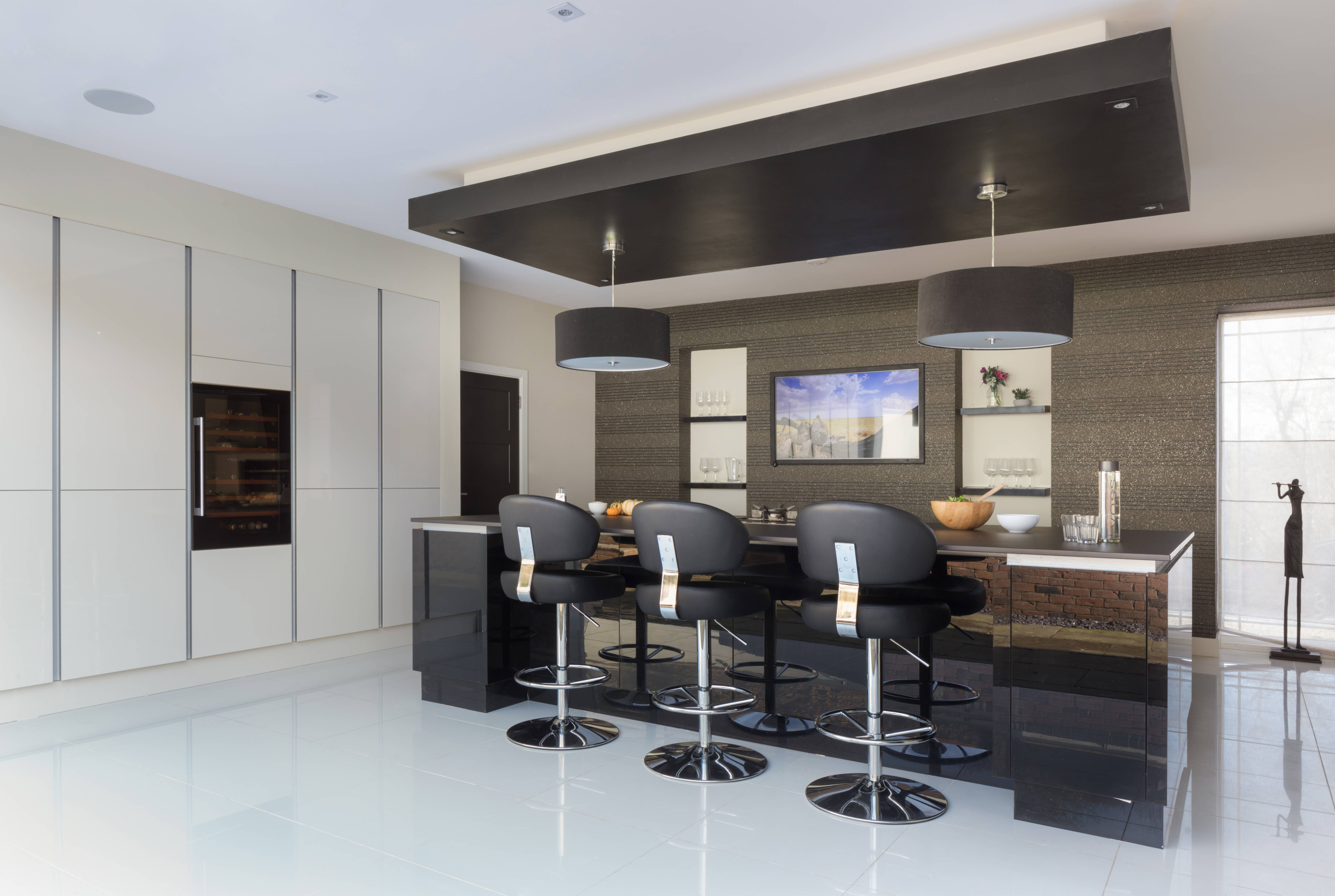 This Is Modern Sleek Kitchen Design The Mixture Of White Black And Dark Grey In A Gloss Finish Adds True Drama In The Kitchen We Especially Love The Large K