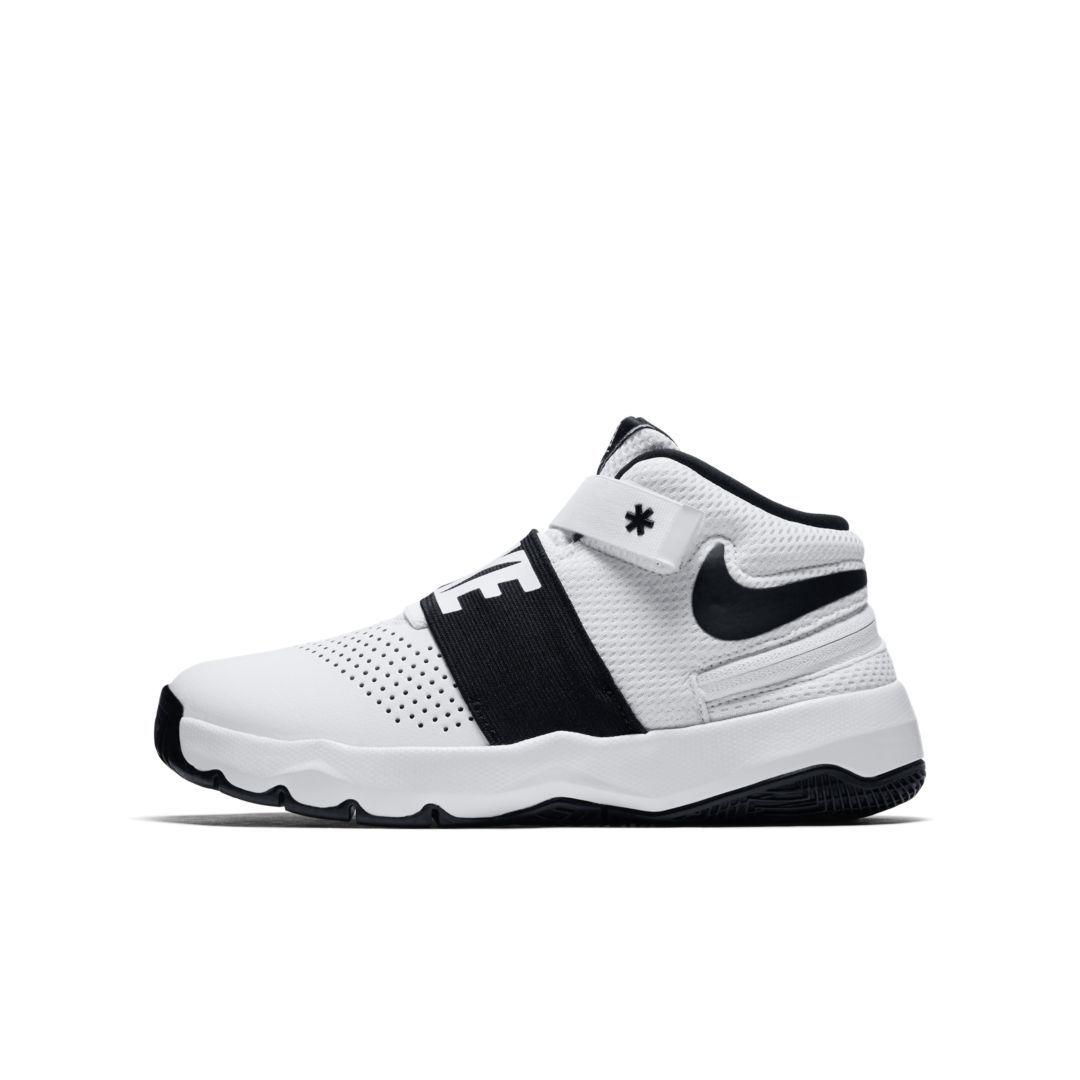 8b1ecc63e12c Nike Team Hustle D 8 FlyEase Big Kids  Basketball Shoe Size 6.5Y (White)