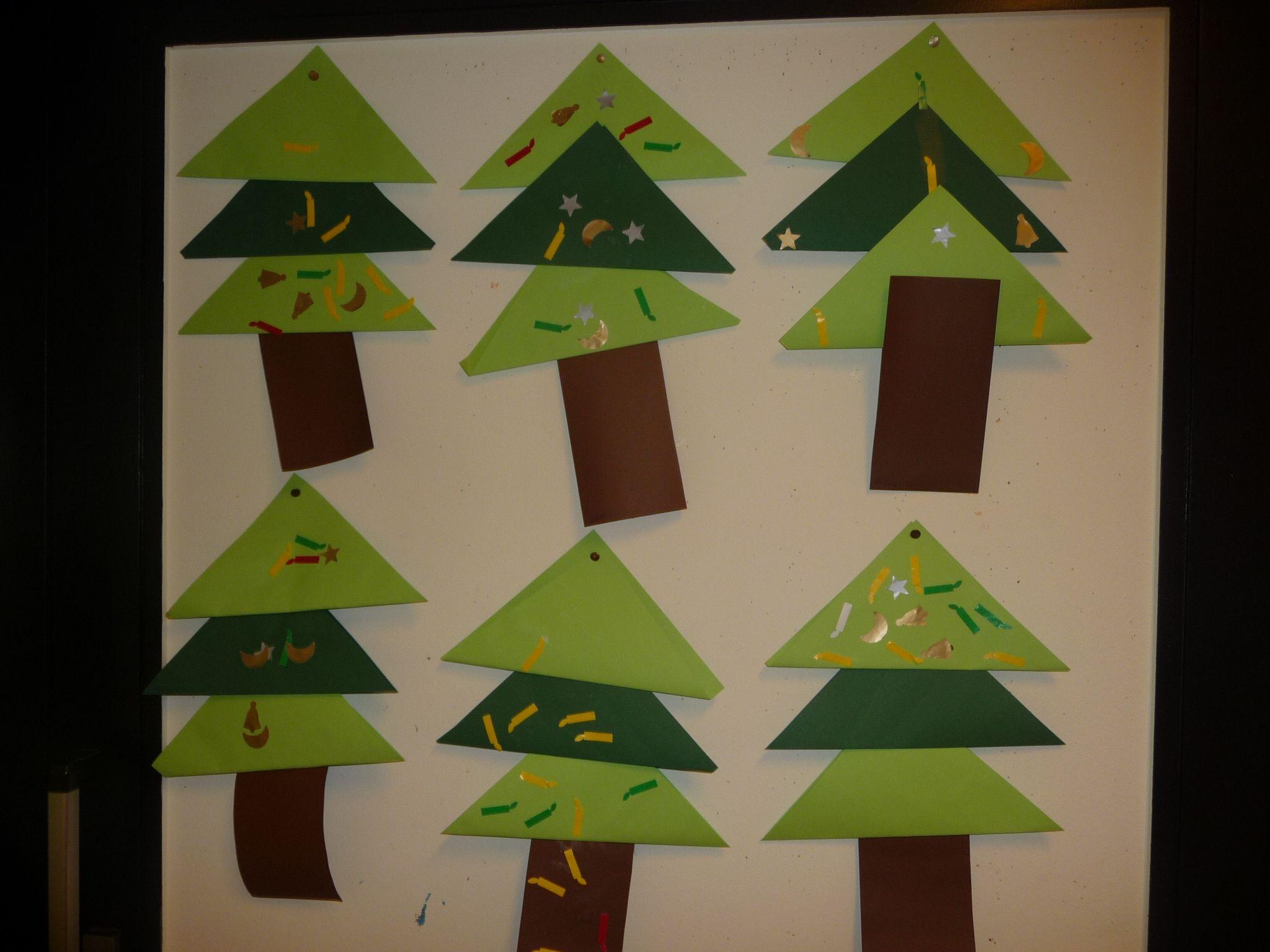 Map juf Ineke: een kerstboom voor de jongsten, samengesteld uit dubbelgevouwen vouwblaadjes.