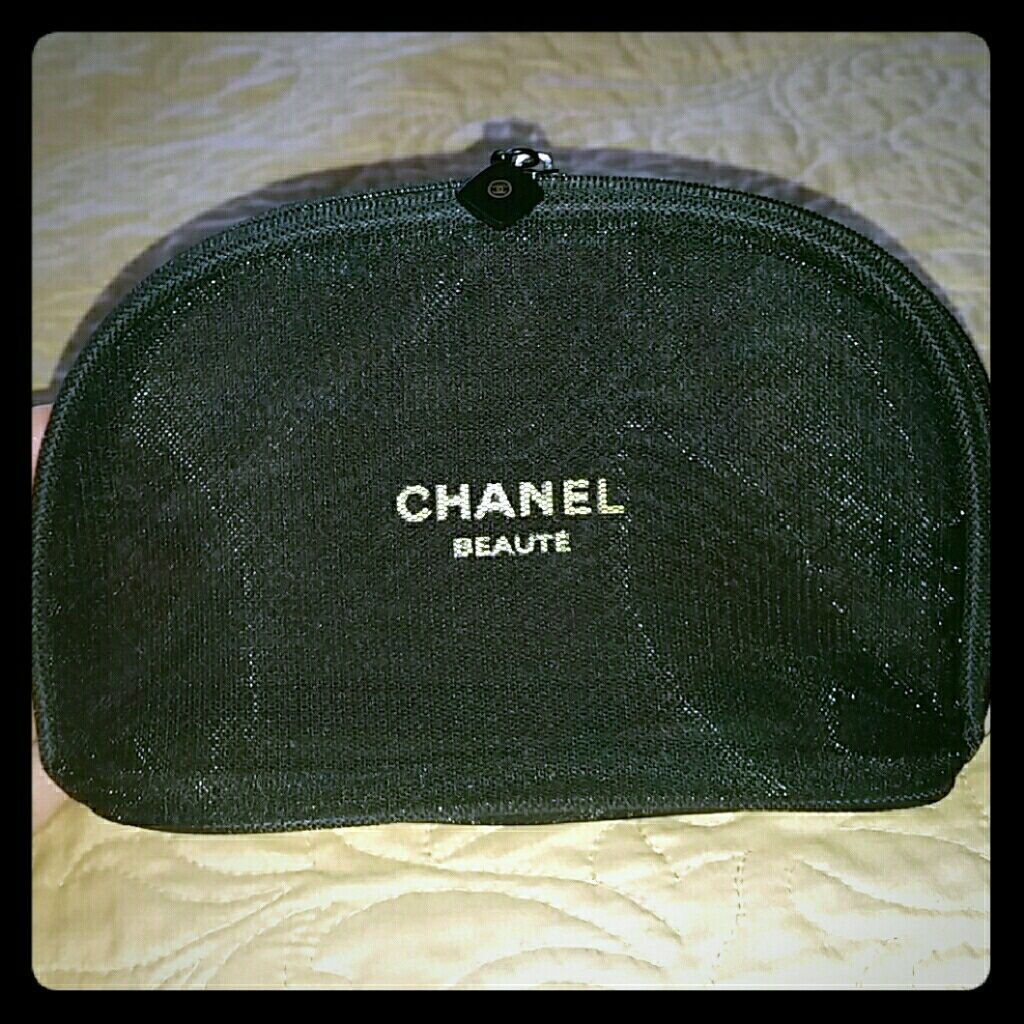 Small Double Mesh Chanel Makeup Bag in 2019