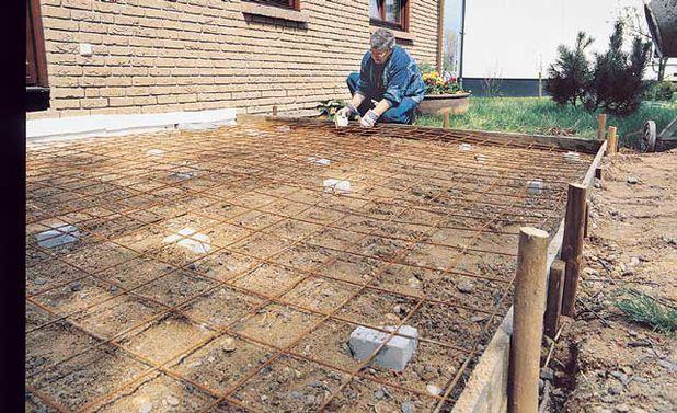 Bodenplatte Bodenplatte betonieren, Holzterrasse und Garten