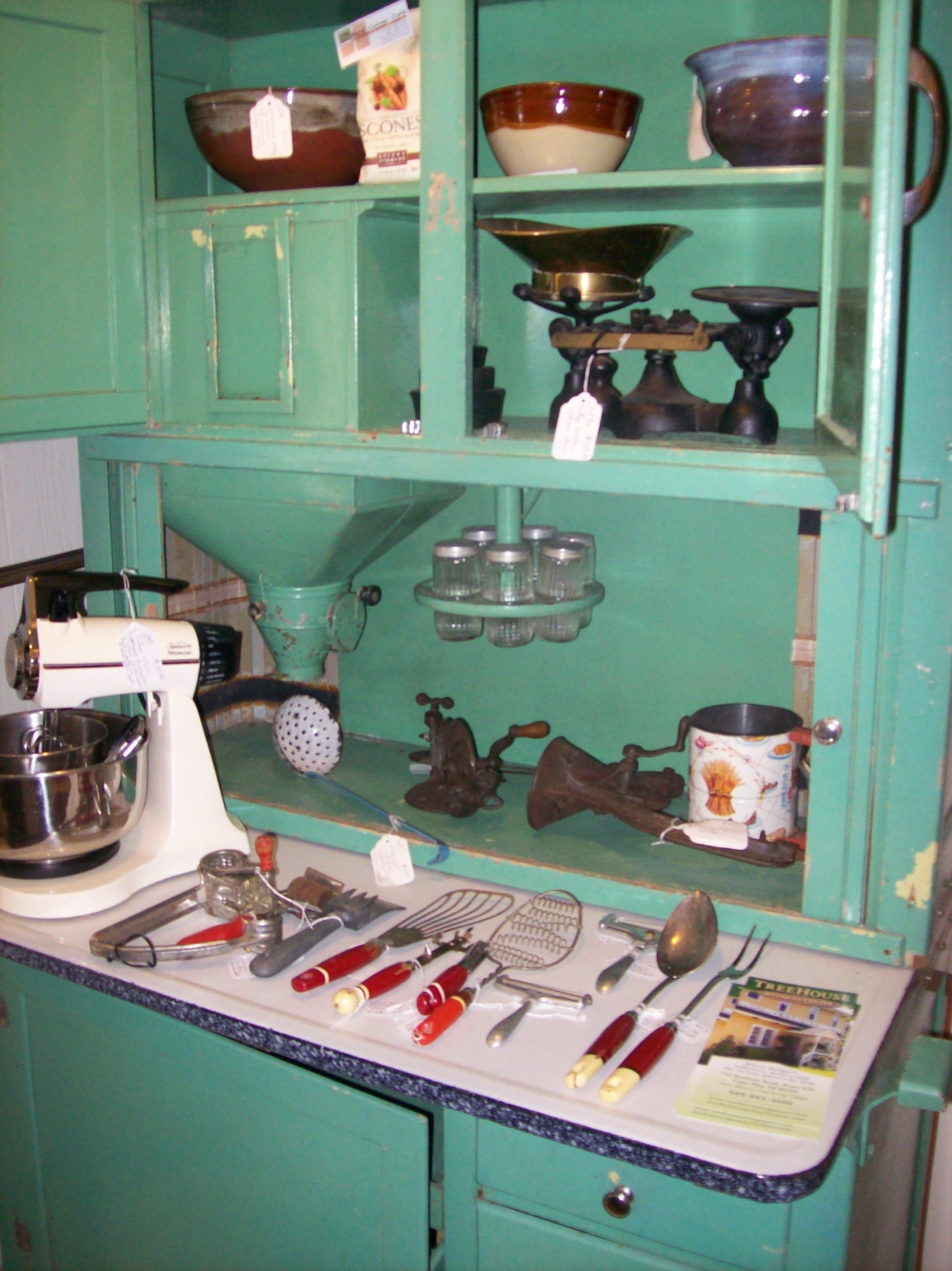 Utensils For Your Vintage Kitchen Trendy Farmhouse Kitchen Vintage Kitchen Cabinets Green Cabinets