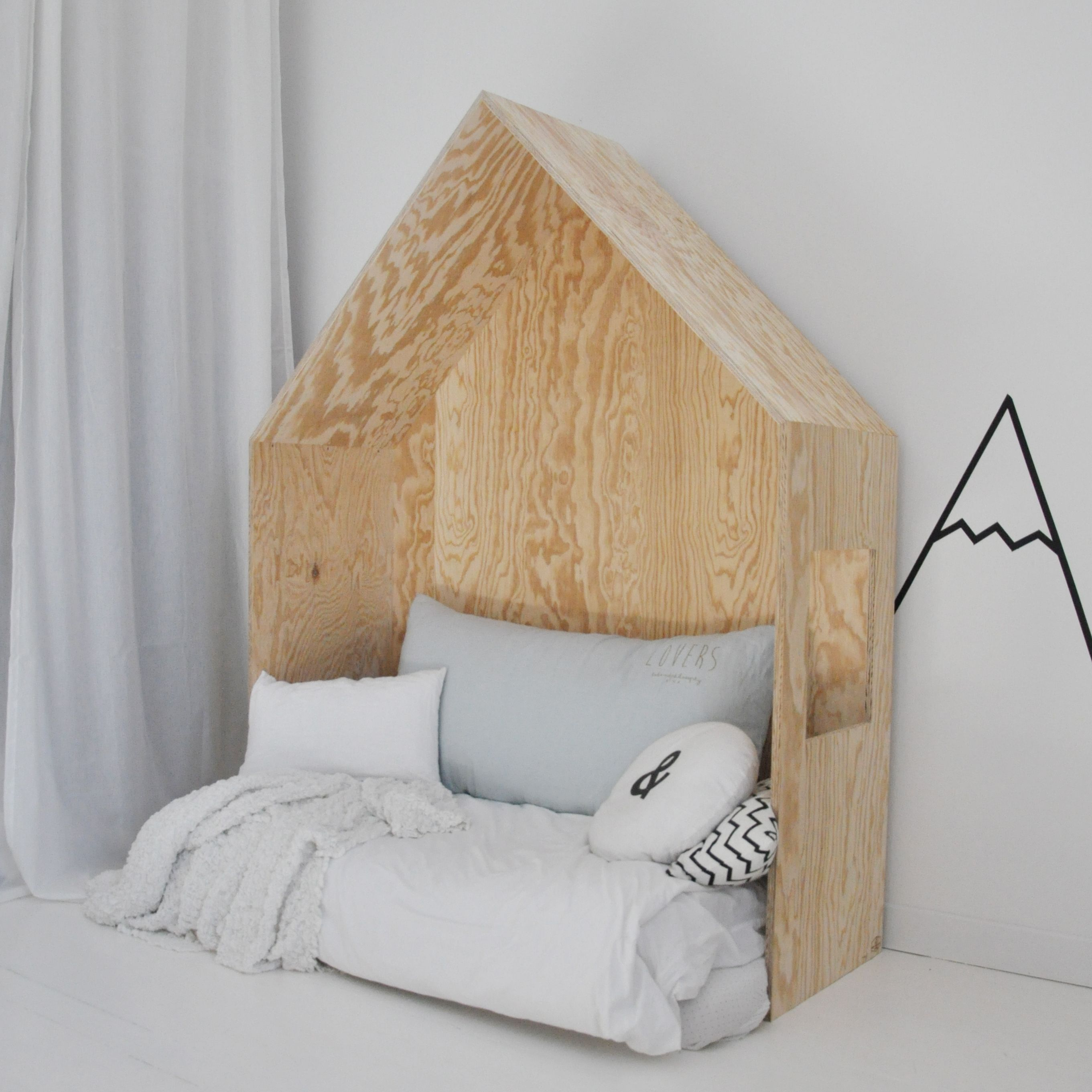 lit cabane t te de lit bois wood house bed housed kid. Black Bedroom Furniture Sets. Home Design Ideas