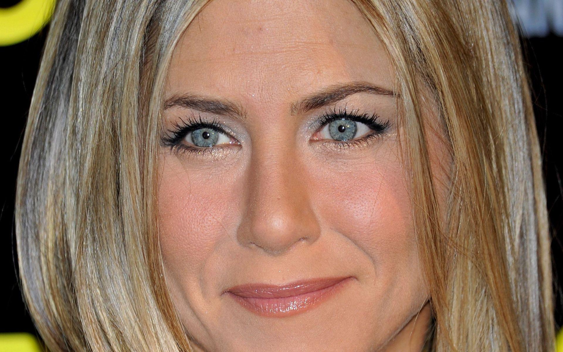 Jennifer Aniston Blue Eye Makeup Celebs Pinterest Jennifer