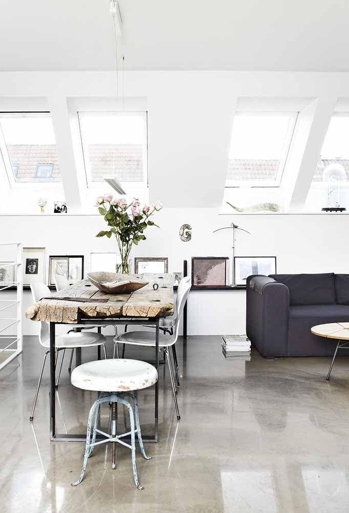 Good Estrich Poliert  Der Fußboden Im Industrial Style Für Moderne Wohnzimmer  Mit Dachschräge Und Dachfenstern Great Pictures