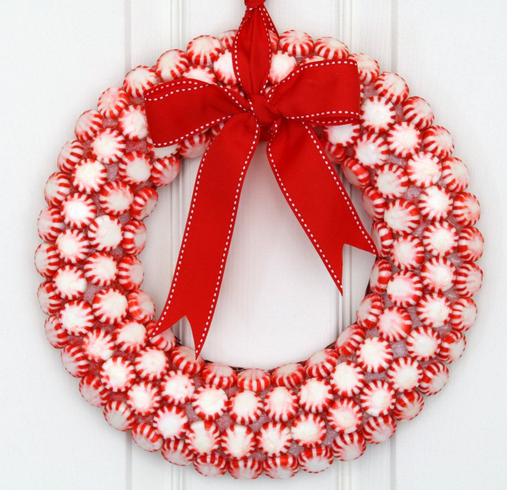 Superieur Interior,Amazing White Door Christmas Wreath Decorating Ideas With Charming  Pappermint Candy Chirstmas Wreath And