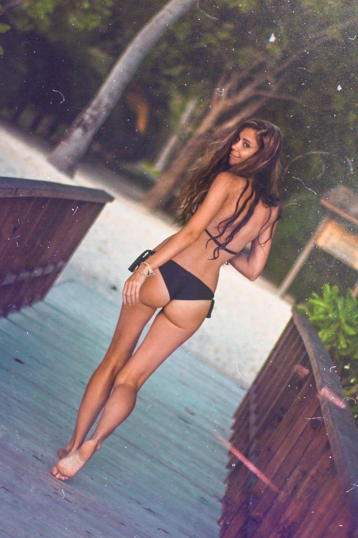Girls in thongs nude