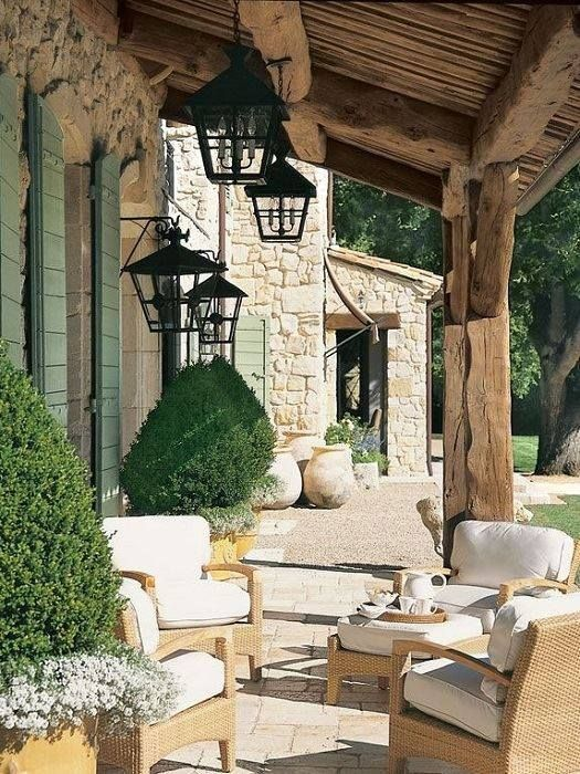 la terrasse lumineuse d 39 une maison en pierre de taille pinterest maison en. Black Bedroom Furniture Sets. Home Design Ideas