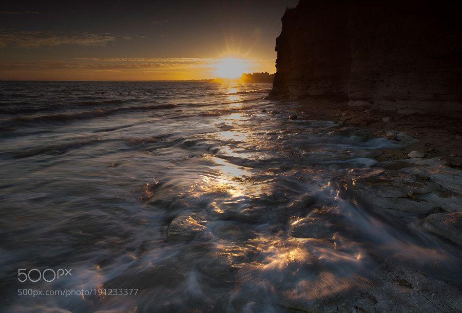 First glow. by bencoeur via http://ift.tt/2hP4Sbv